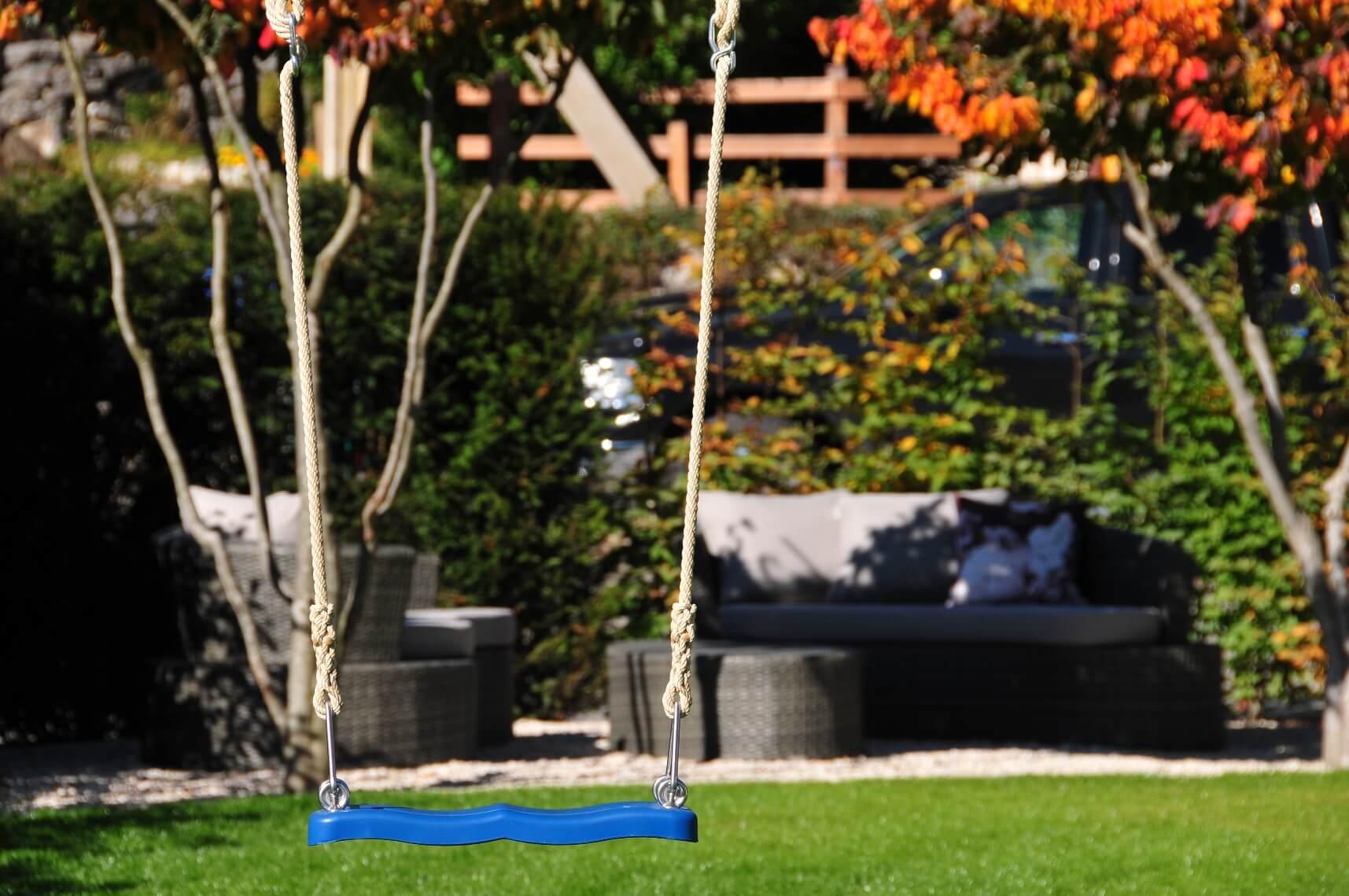 aellig paysages alentours maison familiale terrasse jacuzzi balançoires jardin talus malleray (6)