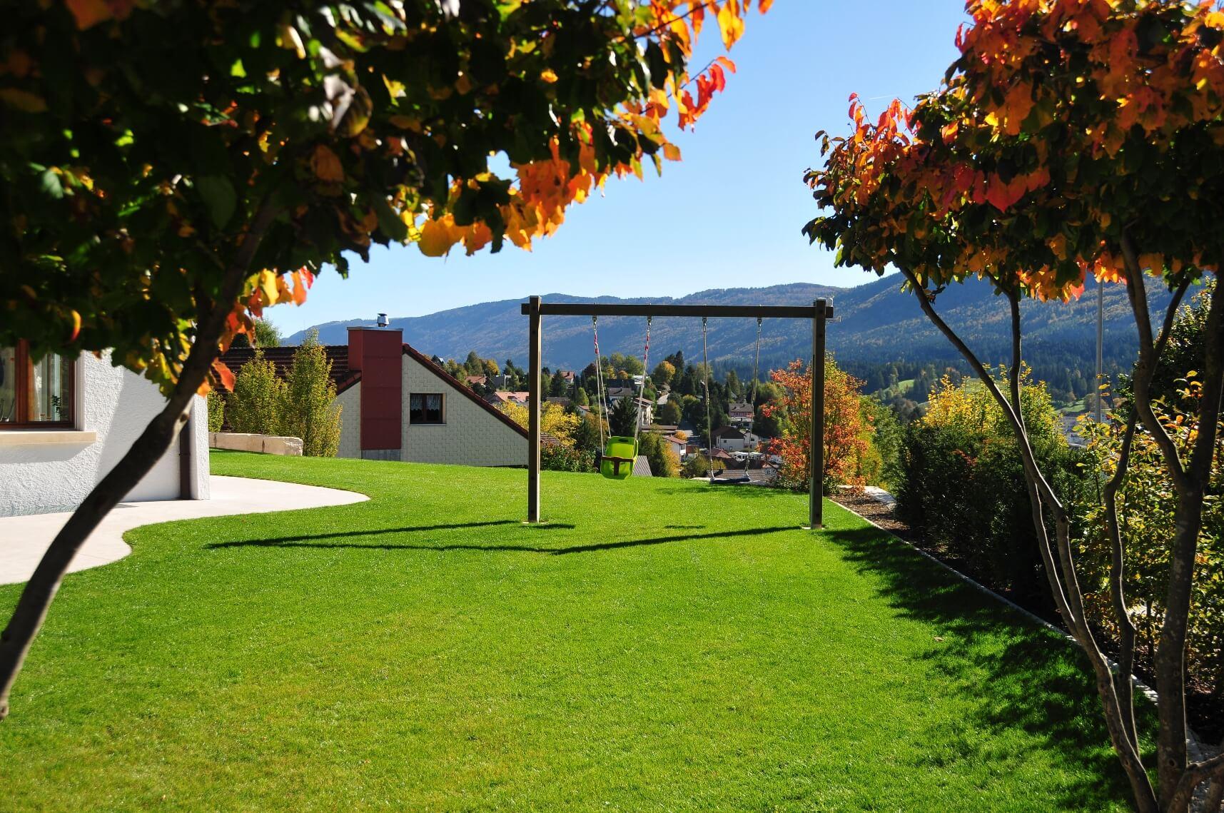aellig paysages alentours maison familiale terrasse jacuzzi balançoires jardin talus malleray (8)