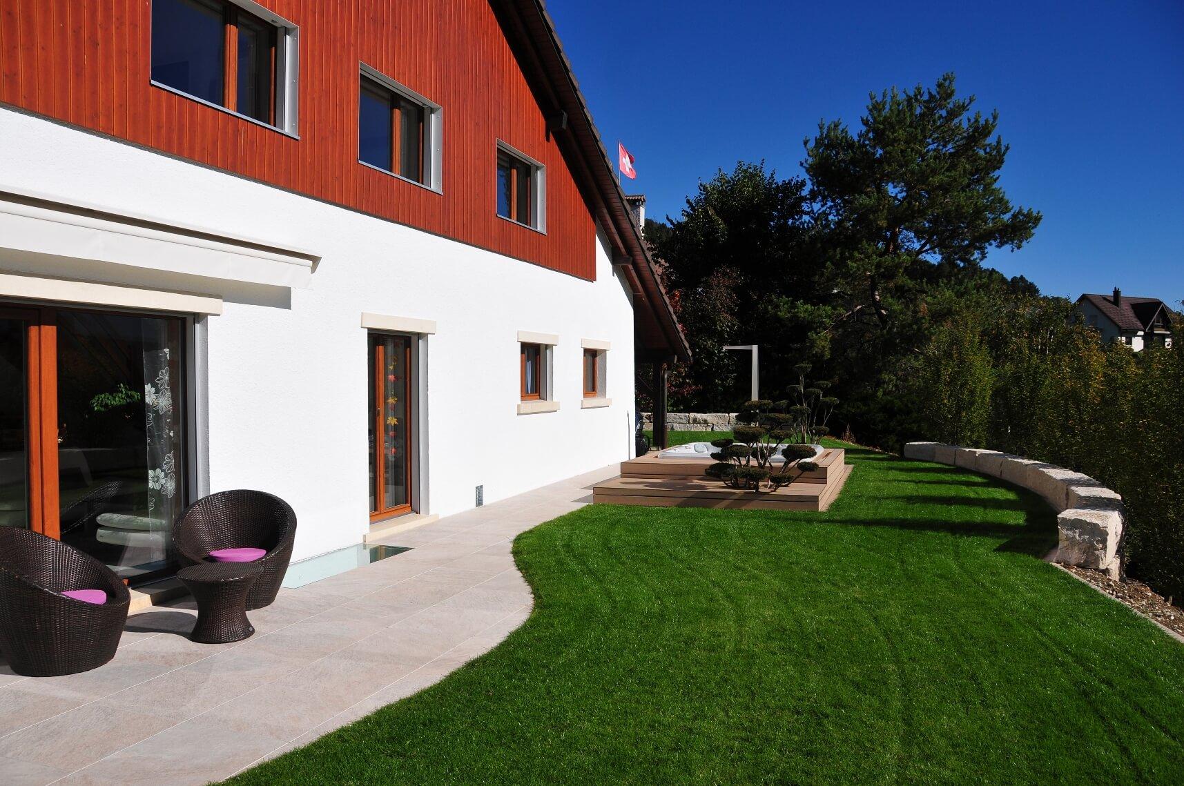 aellig paysages alentours maison familiale terrasse jacuzzi balançoires jardin talus malleray (9)