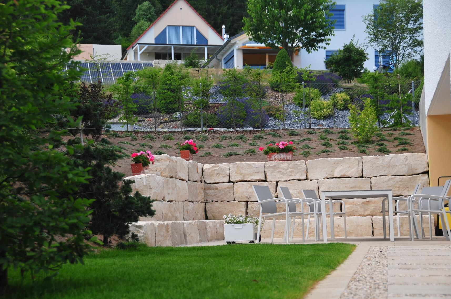 paysagiste tramelan villa terrasse jardin mur en pierres calcaires aellig paysages (6)