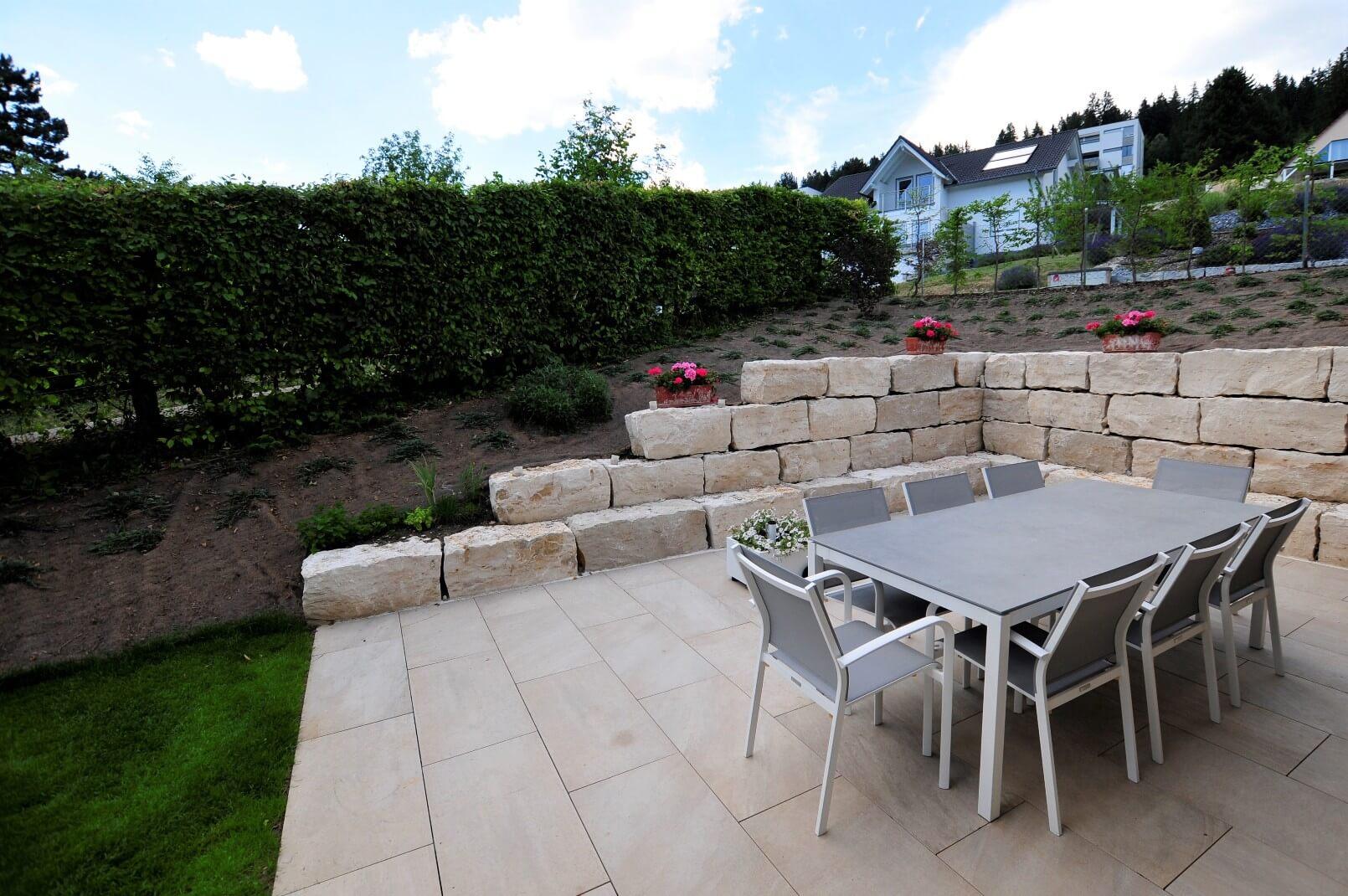 paysagiste tramelan villa terrasse jardin mur en pierres calcaires aellig paysages (8)