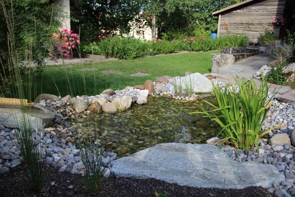 paysagiste etang plan eau piece bassin vert naturel piscine naturelle fontaine chute elligue mikael (3)(1)